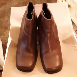 Thom  McAn Ankle Boot  8W